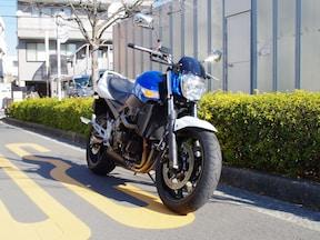 400ccクラス屈指の高出力エンジンを持つ「スズキ GSR400」