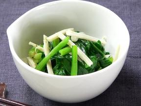 お弁当にも!簡単!茹でて和えるだけの、小松菜とチーズの洋風ナムル