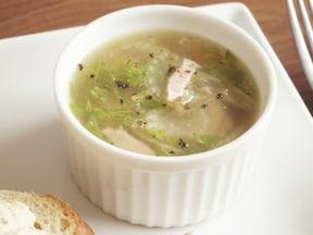 セロリ丸ごと食べる。セロリとベーコンのスープ