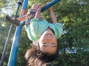 子どもに誘われたら「一緒に遊ぼう!」と体を動かす