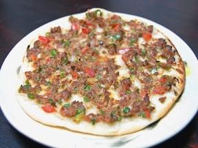トルコ料理のB級グルメといえば「ラフマジュン」 おいしい簡単ピザレシピ