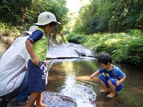 夏の家族の日帰り旅行におすすめ!秘境で川遊び