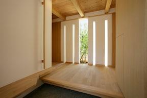 ポイント5 玄関と廊下が直線なら、観葉植物を設置する