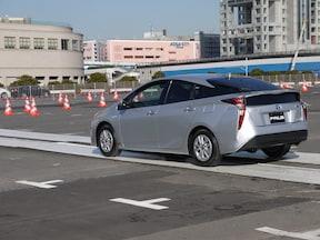1位 トヨタ・プリウス 40.8km/l