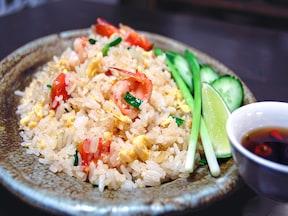 日本人に人気の料理、タイのえびチャーハン