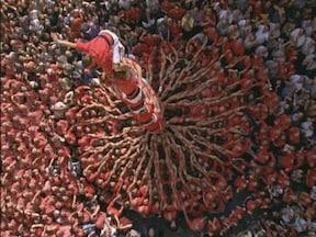 100人以上の人間が塔に! メルセ祭り