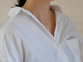 ユニクロリネンでやりたい、襟抜き&袖まくりテク