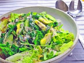 菜の花と梅酒ソースの春サラダ