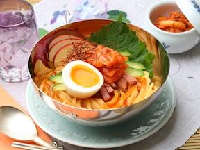 初夏にぴったり!  韓国冷麺風 汁なし混ぜうどん