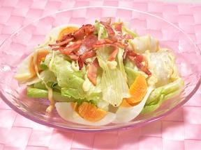 レタスをもりもり食べる、ベーコンドレッシングサラダ
