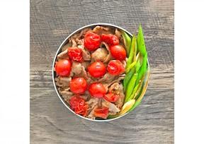 トマト入り生姜焼き弁当