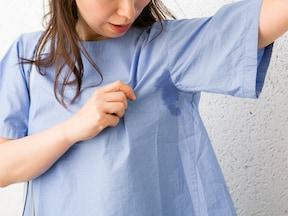 グレーやブルーのシャツは汗ジミに注意!インナーで防ぎましょう