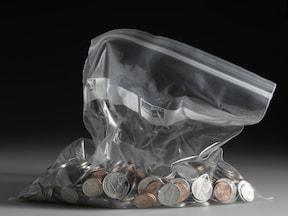 52歳貯金350万。収入28万の内8万円を夫が使ってしまう