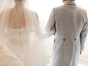 冬の結婚式にお呼ばれした時の服装とマナー