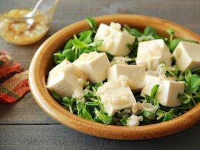 万能ネギ塩だれにやみつき!豆腐と豆苗のサラダ