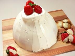 炊飯器で作る、いちごのドームケーキ