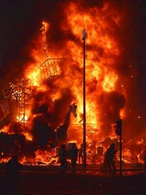 まるで火事!? バレンシアの火祭りラス・ファジャス