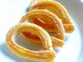 簡単にフライパンで作るおいしいレシピ!スペインの人気ドーナツ「チュロス」