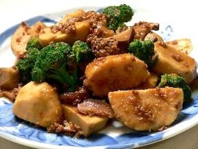 ピリリとした辛みがたまらない! 里芋とひき肉のピリ辛煮