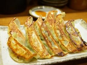 【横浜駅西口】まん天餃子 横浜店:持ち帰り餃子専門店の味をイートインで