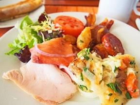 朝食ビュッフェなら「プルメリアビーチハウス」