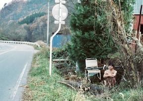 道路脇の『F温泉』