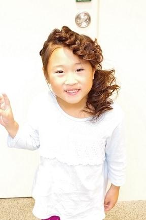 子供 結婚式 髪型 ハーフアップ