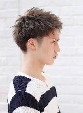 すっきりとした人気のショートヘアスタイル