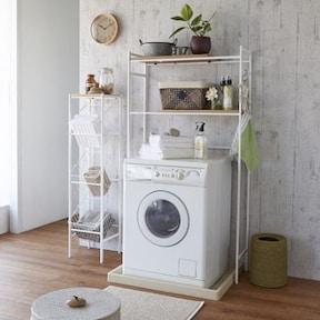すっきりシンプルな棚+植物でおしゃれに