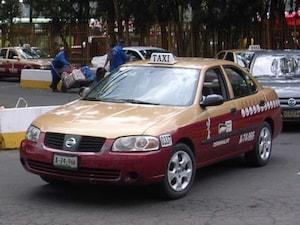 【メキシコ】メキシカンタクシーはタバスコ色が特徴