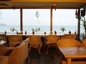 海が目の前の絶景Cafe&Bar「麻心」