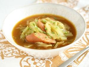 キャベツとソーセージのカレースープ