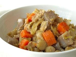 豚肉と根菜の味噌煮