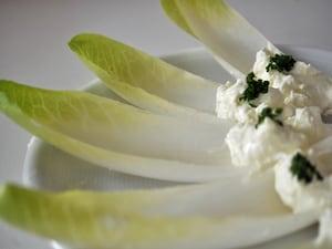 クリームチーズのチコリボート