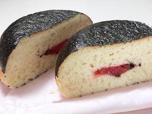 梅干しおむすびパン