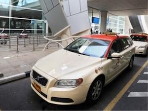 【ドバイ】日本が誇るトヨタ車。塗装はアラブ風?