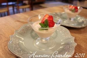 苺と白ココアのブラマンジェ