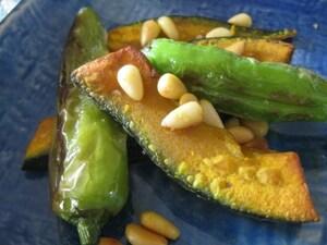 南瓜とシシトウのナッツソテー