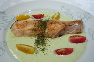 アスパラソースの鮭のムニエル