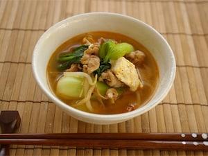 ピリ辛豆腐ともやしの味噌汁