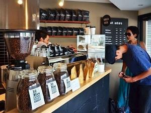 千駄ヶ谷「BE A GOOD NEIGHBOR coffee kiosk」