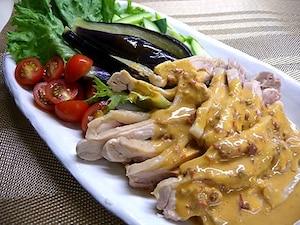蒸し鶏と彩り野菜のピリ辛だれ