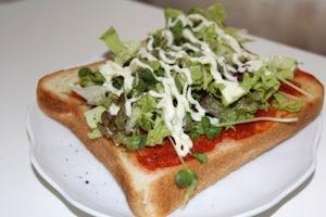 サラダのせトースト