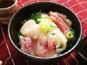 たれが決め手の海鮮丼