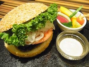 近江牛100%の贅沢バーガー「いやさか」【大崎】