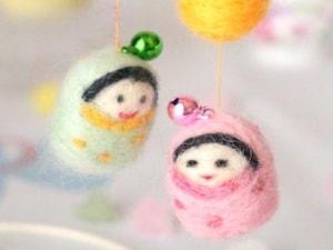 羊毛フェルトで作る小さなつるし雛