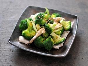 ブロッコーリーとむね肉のシンプルサラダ