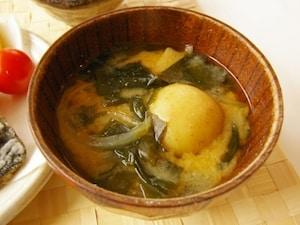 丸ごとジャガイモの味噌汁