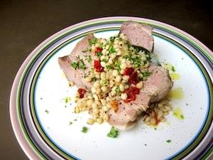 プティサレ(塩漬け豚肉)と丸麦の煮込み