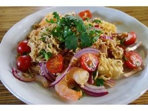 インスタント麺のサラダ